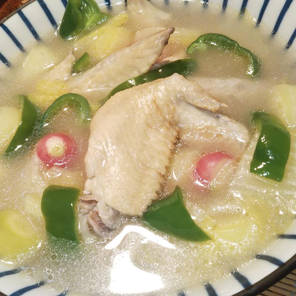 野菜たっぷり手羽先スープ